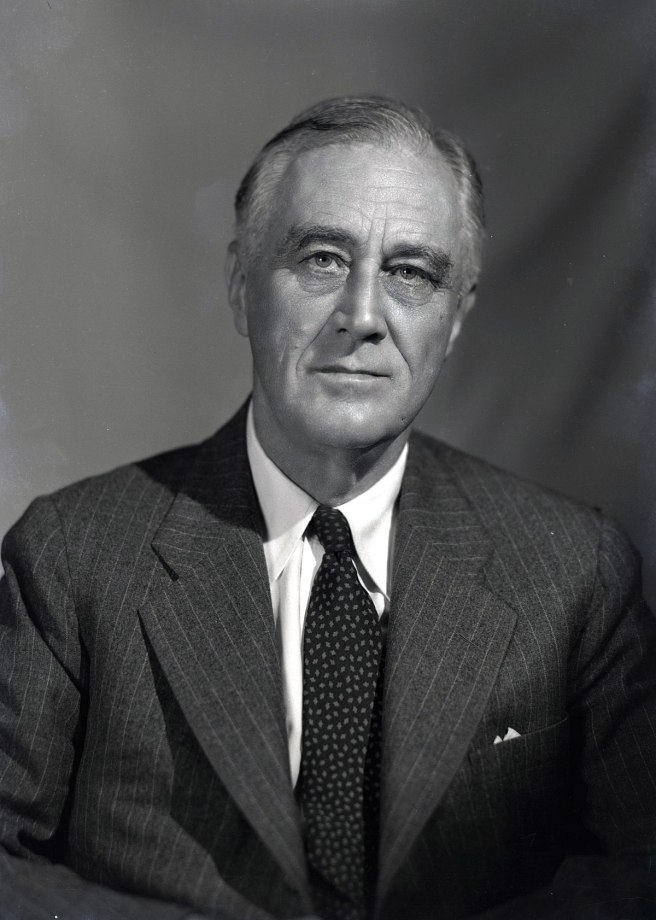 1200px-1944_portrait_of_FDR_(2)
